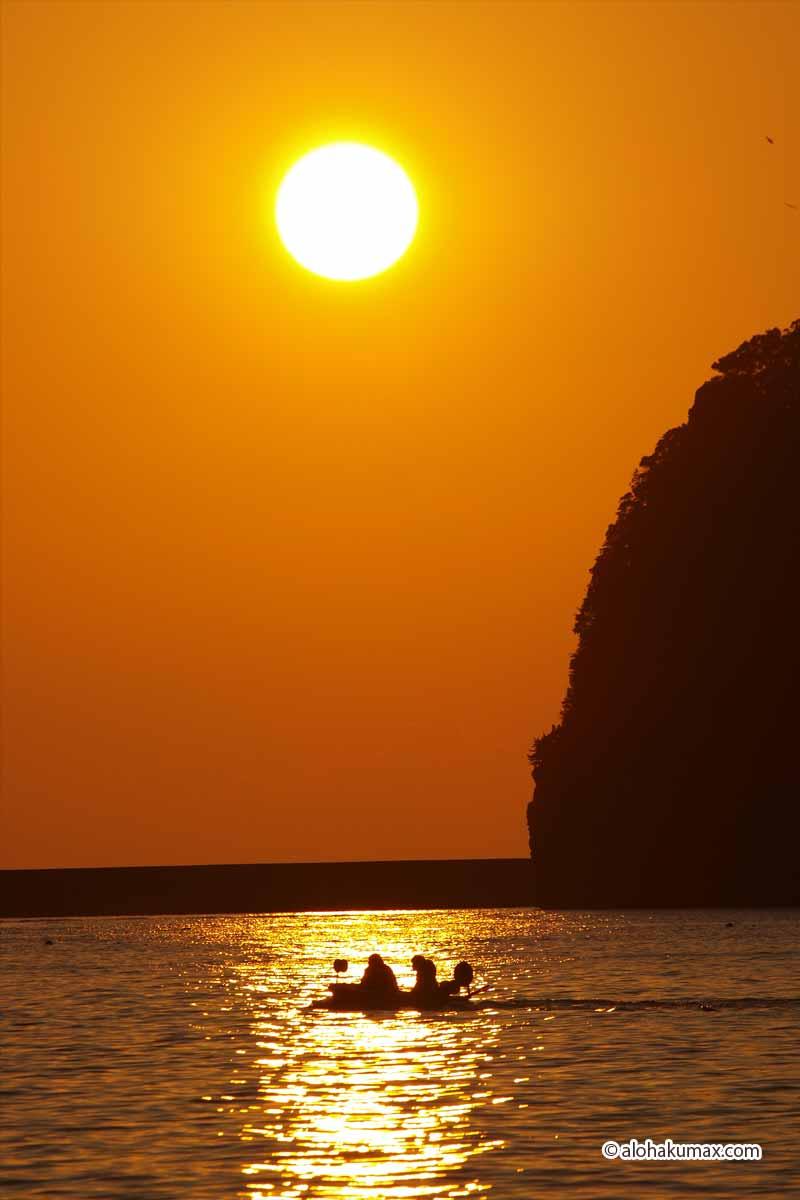 尊の島と夕陽