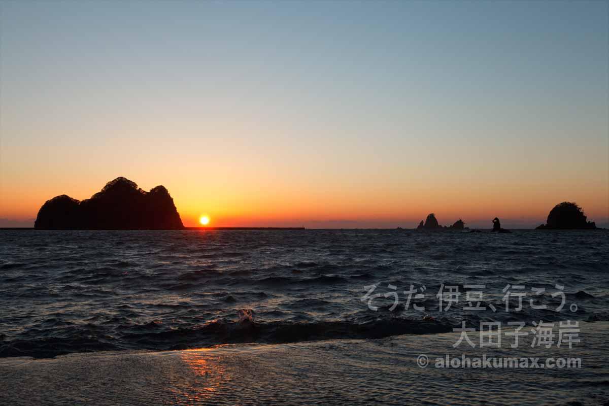 尊の島と夕陽(2013年2月)