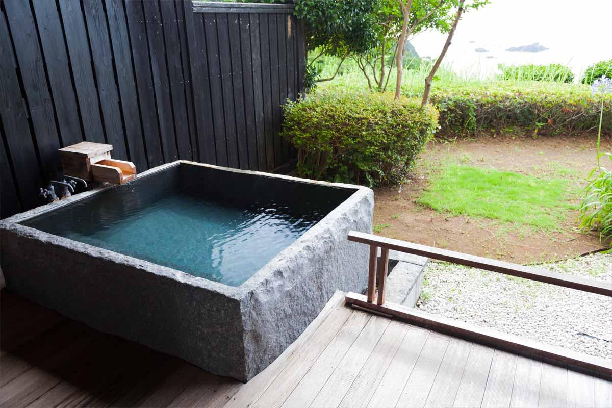 露天風呂(御影石)