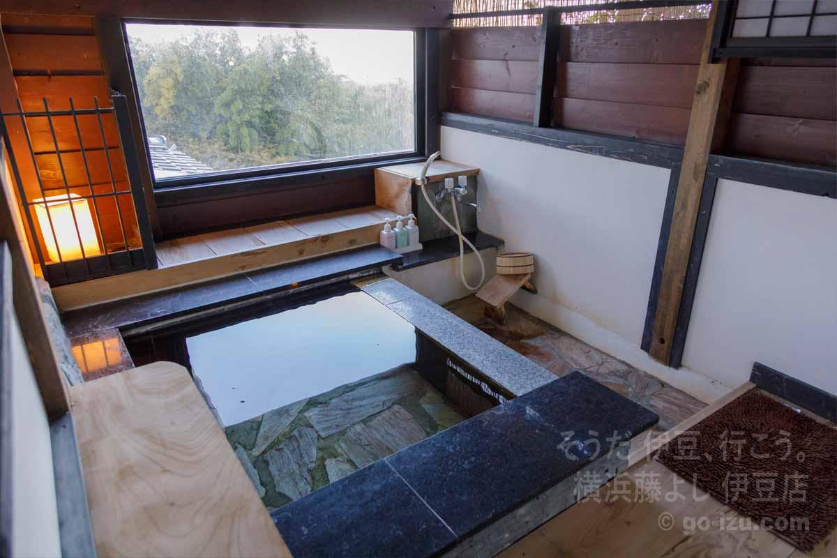客室「小室」の半露天風呂