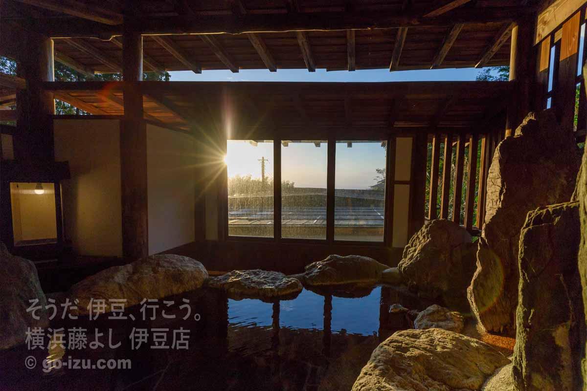 「女神の湯」から見える朝日